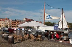 Fisch-Schnellimbiss im Hafen von Stralsund