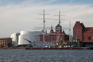 Ozeaneum, Gorch Fock 1 and the historical warehouses of the harbour - Stralsund