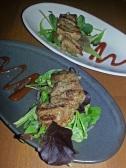 Restaurant Savanna: Gnu- und Zebra Fleischspieße