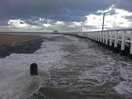 Pier von Oostende Ende Oktober bei Regen