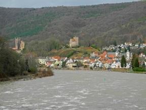 Neckarsteinach am Neckar mit Vorderburg und Mittelburg