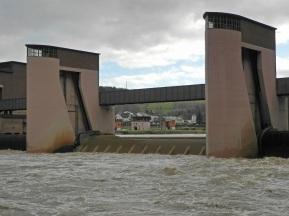 Neckar am Laufwasserkraftwerk Neckarsteinach