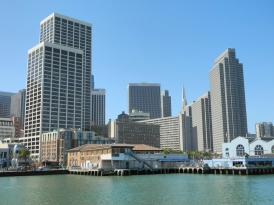 San Francisco Financial District von Pier 14 aus gesehen