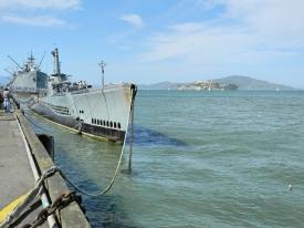 USS Pampanito am Pier 45 , San Francisco mit Blick auf Alcatraz