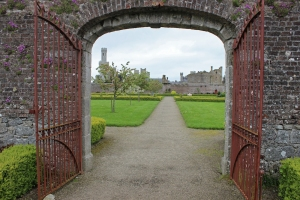 IDuckett's Grove - a ruined 19th-century great house and former estate in County Carlow, Ireland