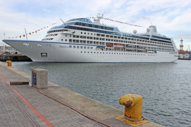 OCEANIA CRUISES' NAUTICA, Victoria and Albert Harbour, Cape Town, South Africa