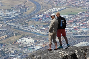 Tele-View: Standing at the edge of Table Mountain and view over Cape Town, South Africa