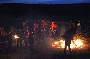Funkenfeuer 2017 - Childrens' Bonfire in Mettenberg (Biberach), Germany - Children walk to light the big fire