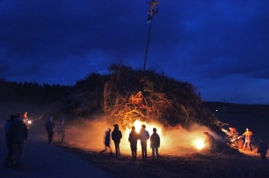 Funkenfeuer 2017 - Bonfire in Mettenberg (Biberach), Germany - Children light the big fire