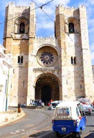 Lisbon Cathedral, Sé de Lisboa, Tuk-Tuk, Portugal